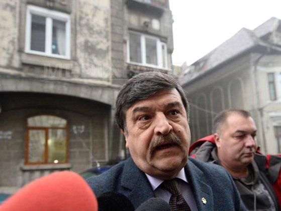Imaginea articolului Judecătorul CC Toni Greblă, URMĂRIT PENAL, alături de alte opt persoane. Greblă: Ce susţin procurorii nu are legătură cu activitatea la CC - FOTO
