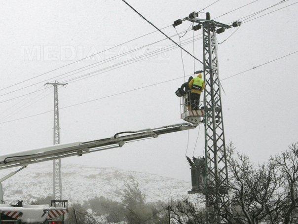 Peste 2.000 de hunedoreni au ramas fara energie electrica din cauza v�ntului puternic