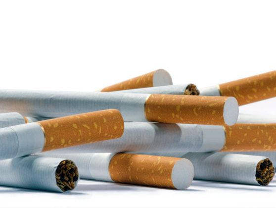 """Imaginea articolului Senatorii, despre interzicerea fumatului: """"Nu poţi să omori un om. Lasă-i un locşor, acolo, de fumat!"""""""