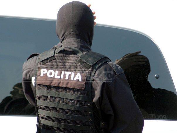 Patru traficanţi de droguri, arestaţi după ce au fost prinşi că aveau 45 de kilograme de cannabis
