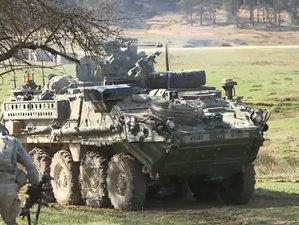 Imagini de pe câmpul de luptă: Cum apără militarii români un sat din Germania - VIDEO