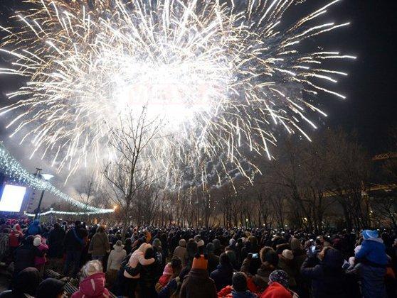 Imaginea articolului LA MULŢI ANI, 2016! Mii de oameni, la Revelionul organizat în Parcul Titan din Capitală/ Focul de artificii de la Sidney, mai frumos ca niciodată - GALERIE FOTO, VIDEO