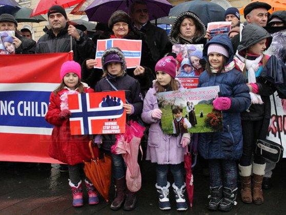 Imaginea articolului Mii de persoane au protestat în SUA, Canada şi Europa faţă de situaţia familiei Bodnariu