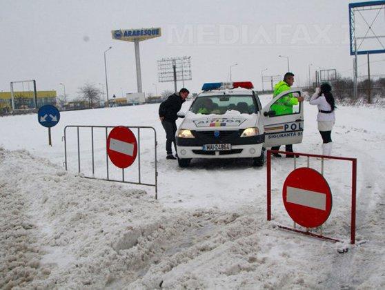 Imaginea articolului NINSOARE şi VISCOL în ţară: Autostrada A2 Bucureşti-Feteşti, închisă. Lista drumurilor naţionale unde nu se circulă. Trenuri şi zboruri anulate. Şcolile din Bucureşti şi şase judeţe, ÎNCHISE luni. Zeci de localităţi fără curent electric