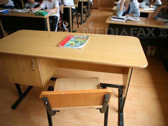 Imaginea articolului ANCHETĂ a Inspectoratului Şcolar Judeţean Bacău după ce o elevă de liceu ar fi încercat să se SINUCIDĂ în toaleta şcolii