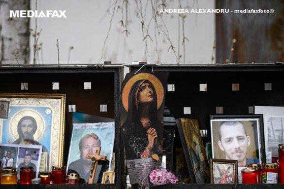 Imaginea articolului Trei luni de la tragedia din Colectiv: Zeci de persoane au plâns victimele la locul incendiului - FOTO