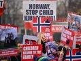 Imaginea articolului Sute de oameni, protest faţă de măsurile radicale asupra copiilor români în Norvegia. FOTO, VIDEO