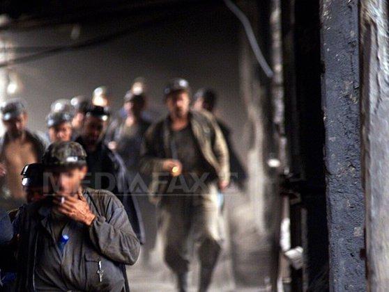 Imaginea articolului O sută de mineri protestează în curtea Complexului Energetic Hunedoara