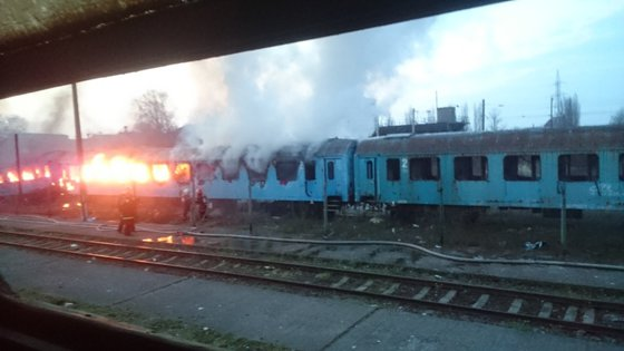 Imaginea articolului Incendiu puternic în Gara de Nord din Timişoara. Patru vagoane dezafectate au fost cuprinse de flăcări