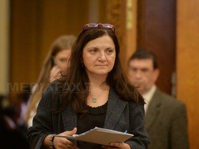 Ministrul Justiţiei, Raluca Prună, vrea corectarea noile Coduri: Dacă furi 100 de oglinzi în parcare primeşti 30 de ani de închisoare, pentru omor se pot primi 18 ani