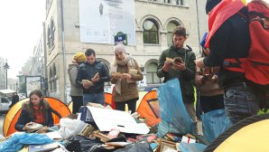 Imaginea articolului Protestul unioniştilor s-a încheiat. Manifestanţii au strâns corturile din Piaţa Universităţii: Fraţii basarabeni vor porni spre casă/ Ce le-au promis liderii politici - FOTO/ VIDEO