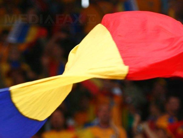 """Imaginea articolului Un român s-a întors după 35 de ani din America şi le-a dăruit consătenilor un steag de 18 metri, de 1 Decembrie: """"Civilizaţia unui popor începe cu a şti să iubeşti"""""""