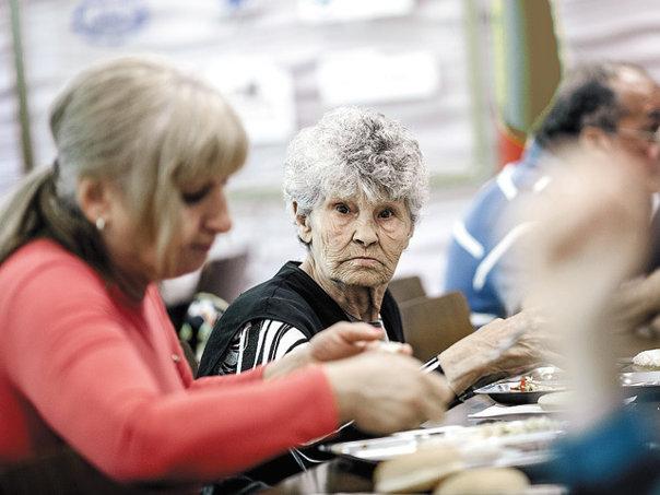 """Imaginea articolului Proiectul """"Bunicii Comunităţii"""": Până la 400.000 de euro pentru programe pentru vârstnici"""