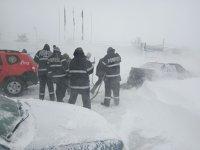 Imaginea articolului 42 de copii au fost transportaţi de jandarmi în staţiunea Semenic, după ce au rămas înzăpeziţi