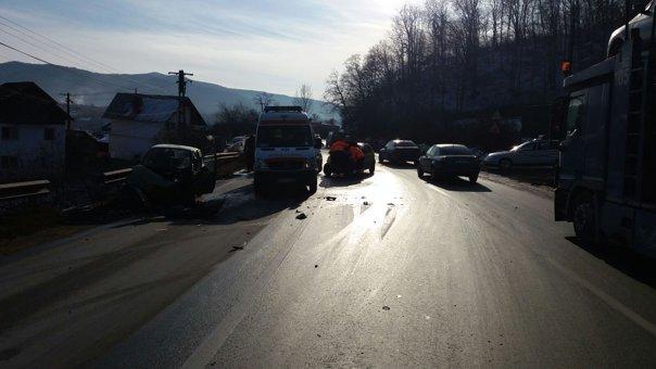Imaginea articolului Cinci persoane rănite în urma unui accident rutier, pe DN7, în judeţul Vâlcea