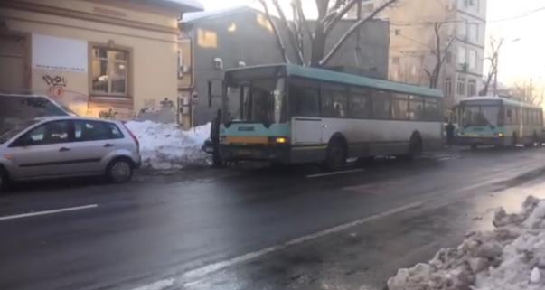 Imaginea articolului Gabriela Firea: Toate maşinile care vor bloca transportul în comun sau căile de acces vor fi ridicate