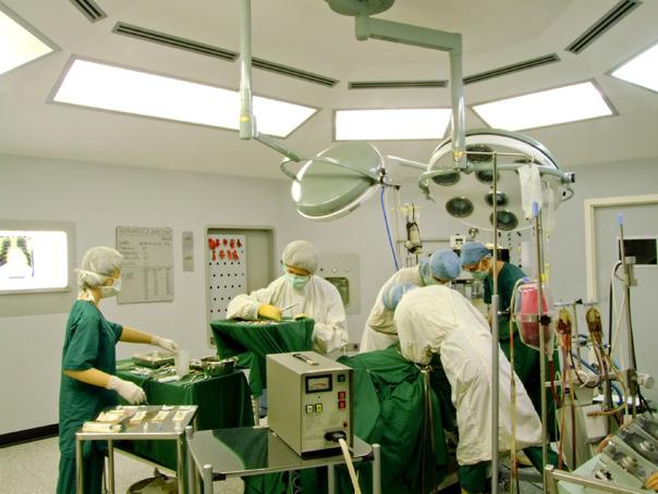 Imaginea articolului Ustensile folosite la intervenţii chirurgicale, fierte într-o oală cu apă, la Spitalul Balş