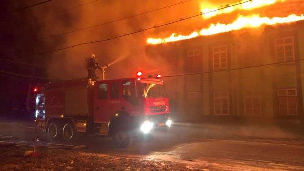 Imaginea articolului GALERIE FOTO Zeci de bolnavi evacuaţi din Spitalul de Psihiatrie Gătaia, din judeţul Timiş, cuprins de un incendiu