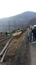 Imaginea articolului Trafic feroviar blocat pe Valea Oltului de un TIR răsturnat