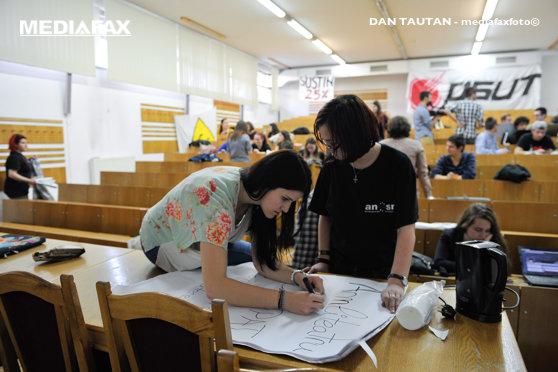 Imaginea articolului Ministerul Cercetării: Granturi între 1.500-3.500 € pentru ca elevii să nu plece la facultăţi străine