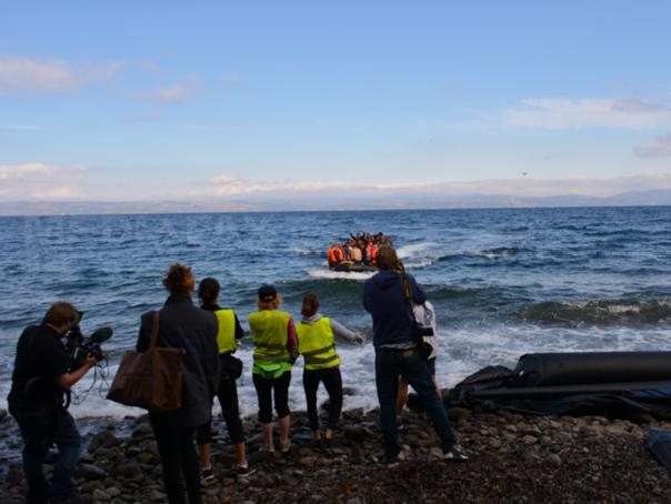 Imaginea articolului Poliţiştii de frontieră români au salvat 79 de persoane aflate pe o barcă în Marea Egee