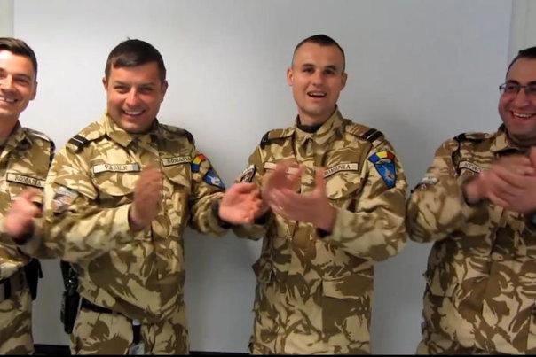 """Imaginea articolului VIDEO Militarii români din Afganistan s-au FILMAT în timp ce le transmiteau iubitelor din ţară """"Cele două cuvinte"""" - De Dragobete"""