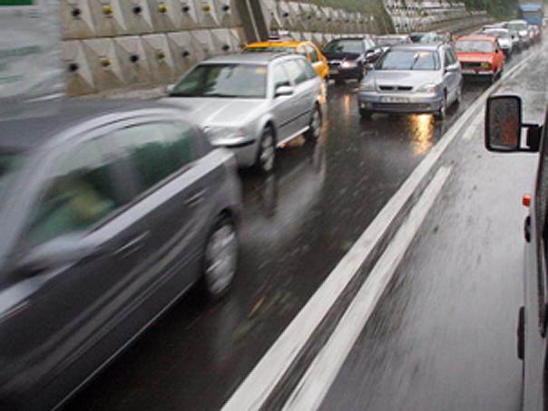 Imaginea articolului Circulaţie în condiţii de PLOAIE pe A3 Bucureşti-Ploieşti/ Ploaia torenţială îngreunează traficul pe A2 şi A4