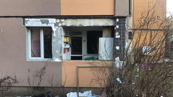 Imaginea articolului VIDEO Explozie la garsoniera unei pensionare de 75 de ani din Braşov. Femeia a avut nevoie de îngrijiri