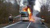 O nouă TRAGEDIE pe drumurile din ţară. Un autocar plin de oameni, MISTUIT de FLĂCĂRI