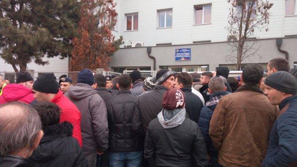 Imaginea articolului FOTO Jandarmii, CHEMAŢI să intervină la Înmatriculările Auto din Cluj unde oamenii se certau
