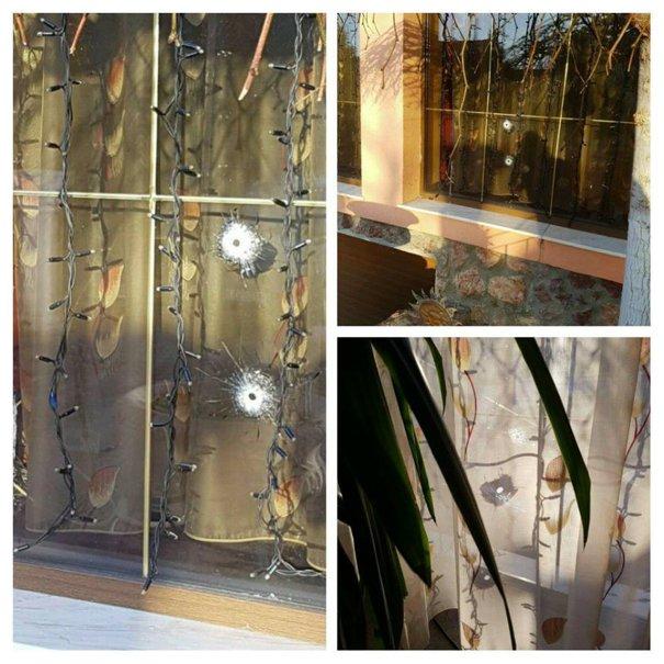 Imaginea articolului Urme de gloanţe în geamurile casei unui cunoscut INTERLOP din Arad. Poliţia face cercetări