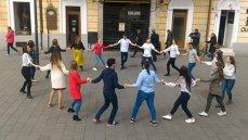 Imaginea articolului GALERIE FOTO Horă în centrul Clujului: Studenţii din Republica Moldova au marcat Ziua Unirii Basarabiei cu România