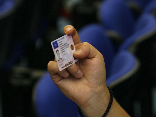 Imaginea articolului Trafic pentru obţinerea de permise auto. Administratorul unei şcoli de şoferi, prins în flagrant