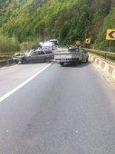 Imaginea articolului Trafic blocat pe DN 7, în staţiunea Călimăneşti, după ce două maşini s-au lovit frontal