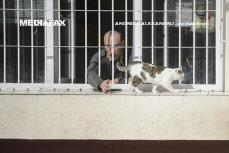 Imaginea articolului #DIZGRAŢIAŢII Viaţa în cea mai aglomerată închisoare din România. Moş Vasile, 80 de ani: Nu ţin minte de când sunt închis, mi-au luat ideile