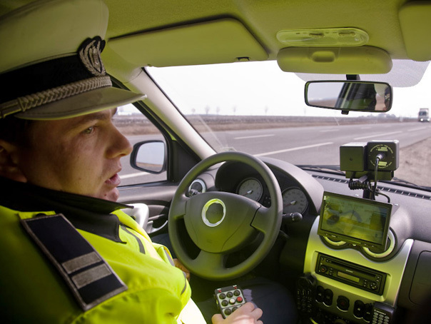 Imaginea articolului IGPR: Ieri, poliţiştii au reţinut aproape 450 de permise de conducere
