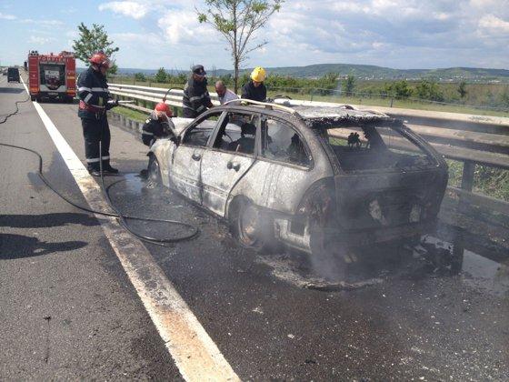 Imaginea articolului FOTO Argeş: O maşină a ars complet într-un incendiu pe A1