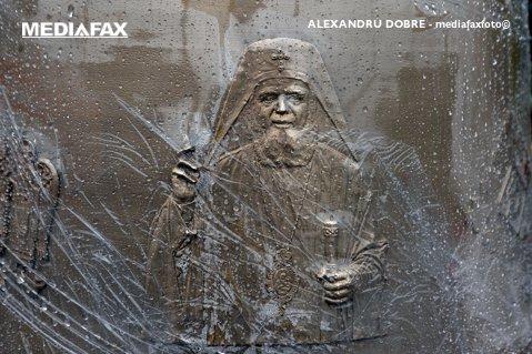 FOTO| Cum arată cel mai mare CLOPOT din Europa, gravat cu chipul Patriarhului Daniel. Cum se apără Biserica de ACUZAŢIILE din spaţiul public