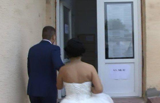 Imaginea articolului Anchetă în curs după ce zeci de persoane care au participat la o nuntă au ajuns la spital