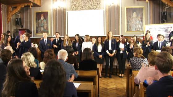 Imaginea articolului FELICITĂRI! Acesta este liceul din România unde aproape toţi elevii sunt premianţi în clasa a XII-a