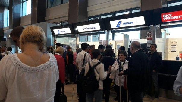 Imaginea articolului GREVA controlorilor de trafic de pe aeroporturile din Romania a început la ora 9.00: O treime din zboruri sunt asigurate, mai multe curse, anulate sau au întârzieri. Tribunalul decide la 13.30 dacă protestul este legal LIVE TEXT