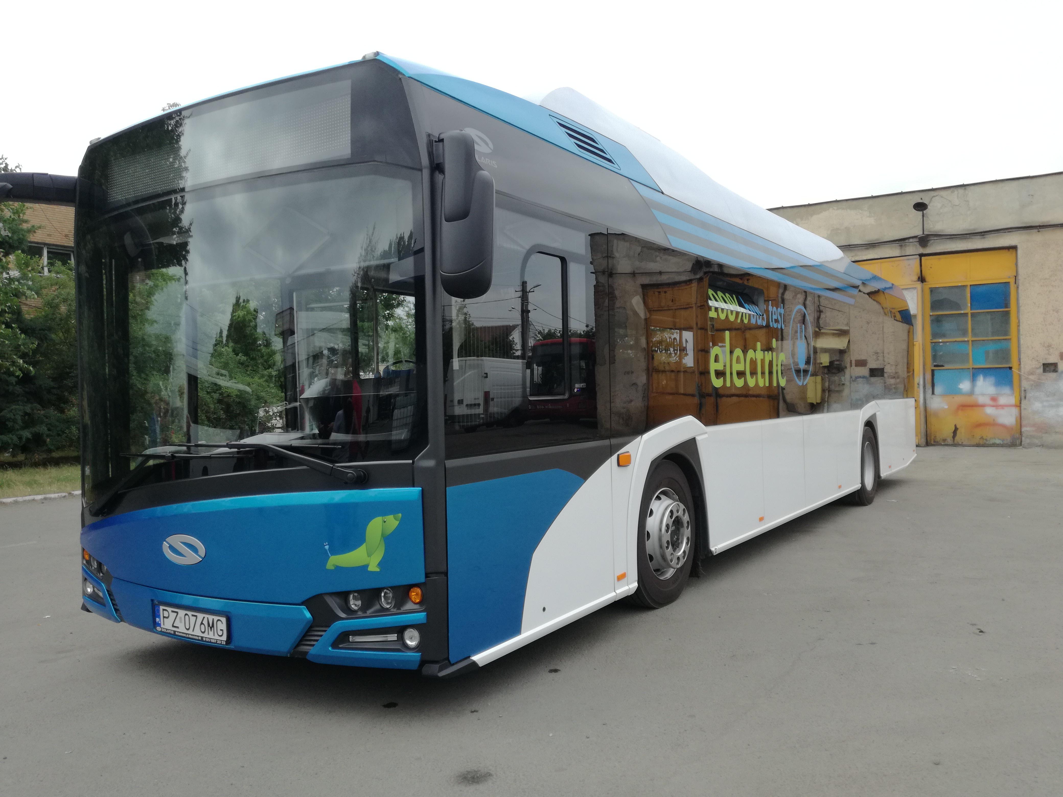 Plimbări gratuite cu Solaris, `autobuzul electric al anului 2017`, la Craiova. Nu produce şocuri sau vibraţii în timpul mersului