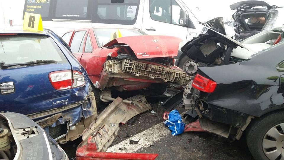 Cinci autoturisme au fost implicate într-un accident pe Autostrada Soarelui