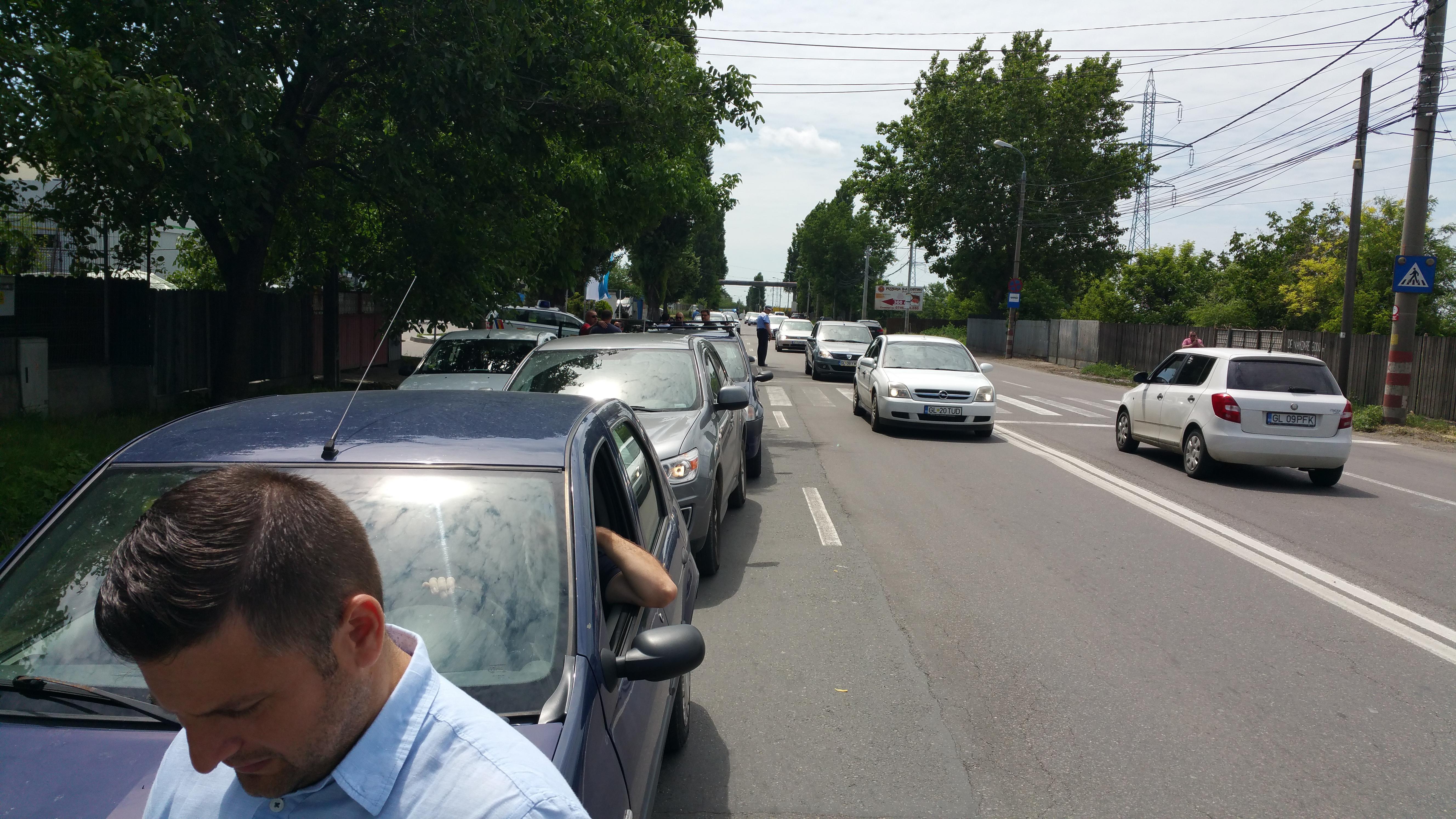 FOTO Peste 40 de şoferi au protestat faţă de starea şoselei de centură din Galaţi