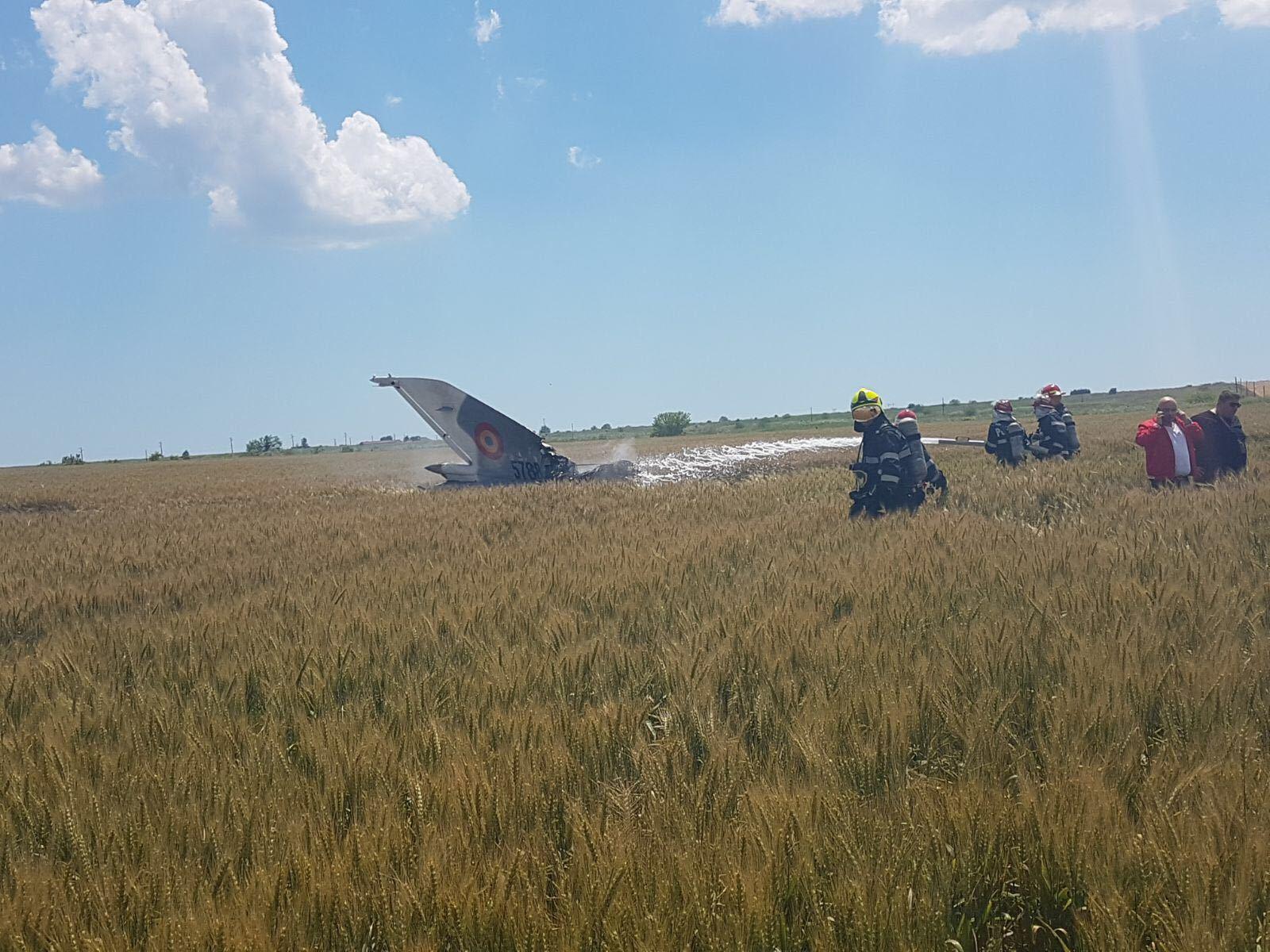 LIVE| Un MIG 21 Lancer s-a prăbuşit în judeţul Constanţa. Avionul de vânătoare era în misiune de antrenament. Pilotul s-a catapultat, dar este în stare gravă