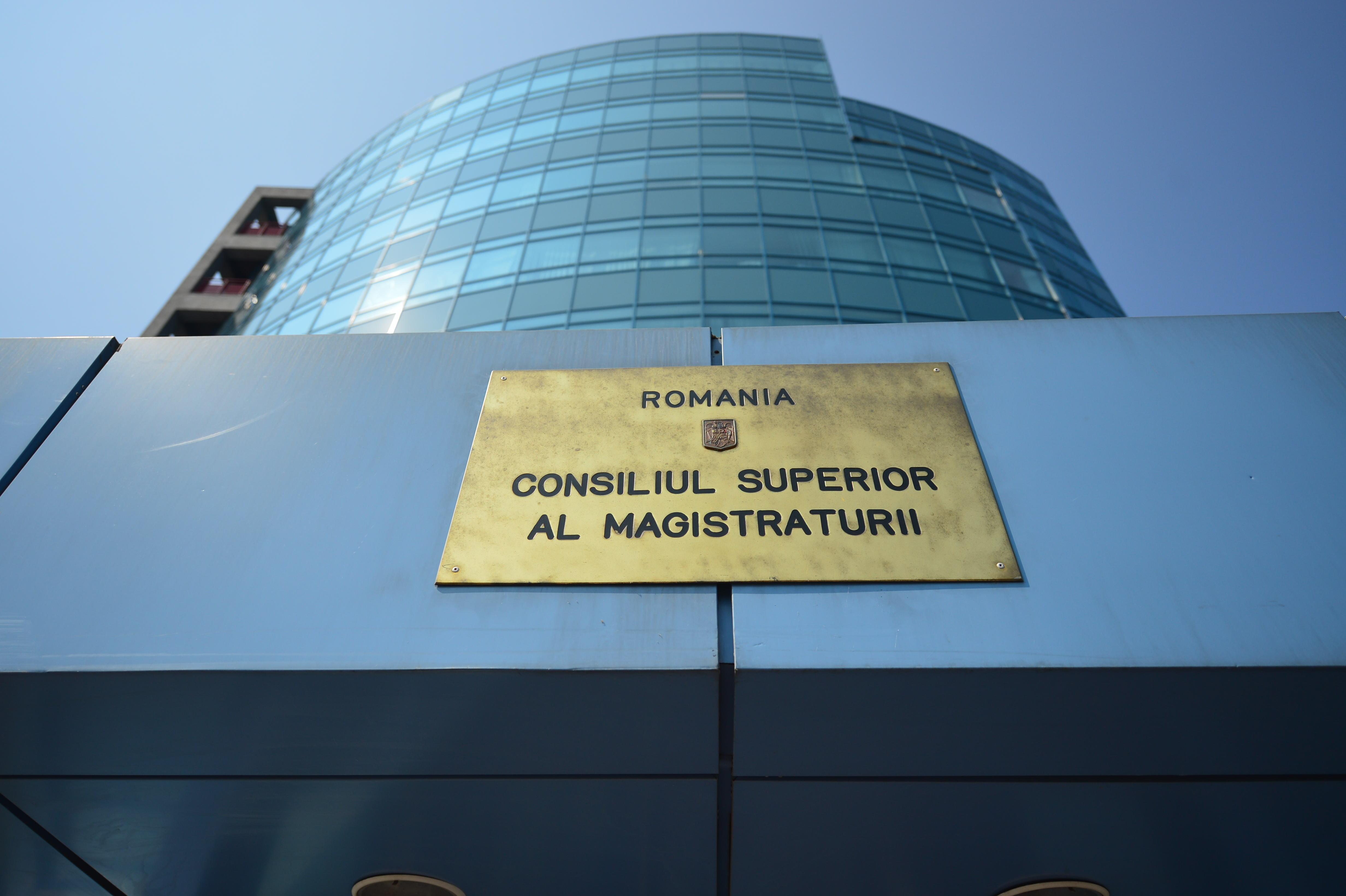 Inspecţia Judiciară, proces cu CSM. O decizie a consiliului, legată de modificarea regulamentului pentru recrutarea inspectorilor judiciari, suspendată. Instanţa sesizează CCR