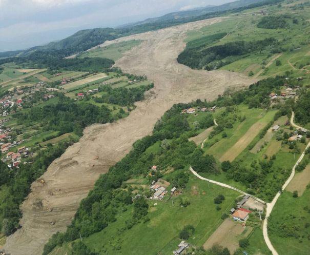 ALUNECĂRILE de teren din Vâlcea. MAI:Se vor solicita bani pentru lucrări de deviere a râului Olteţ/ Dosar penal pentru distrugere calificată şi abuz în serviciu, în cazul dezastrului de la Alunu