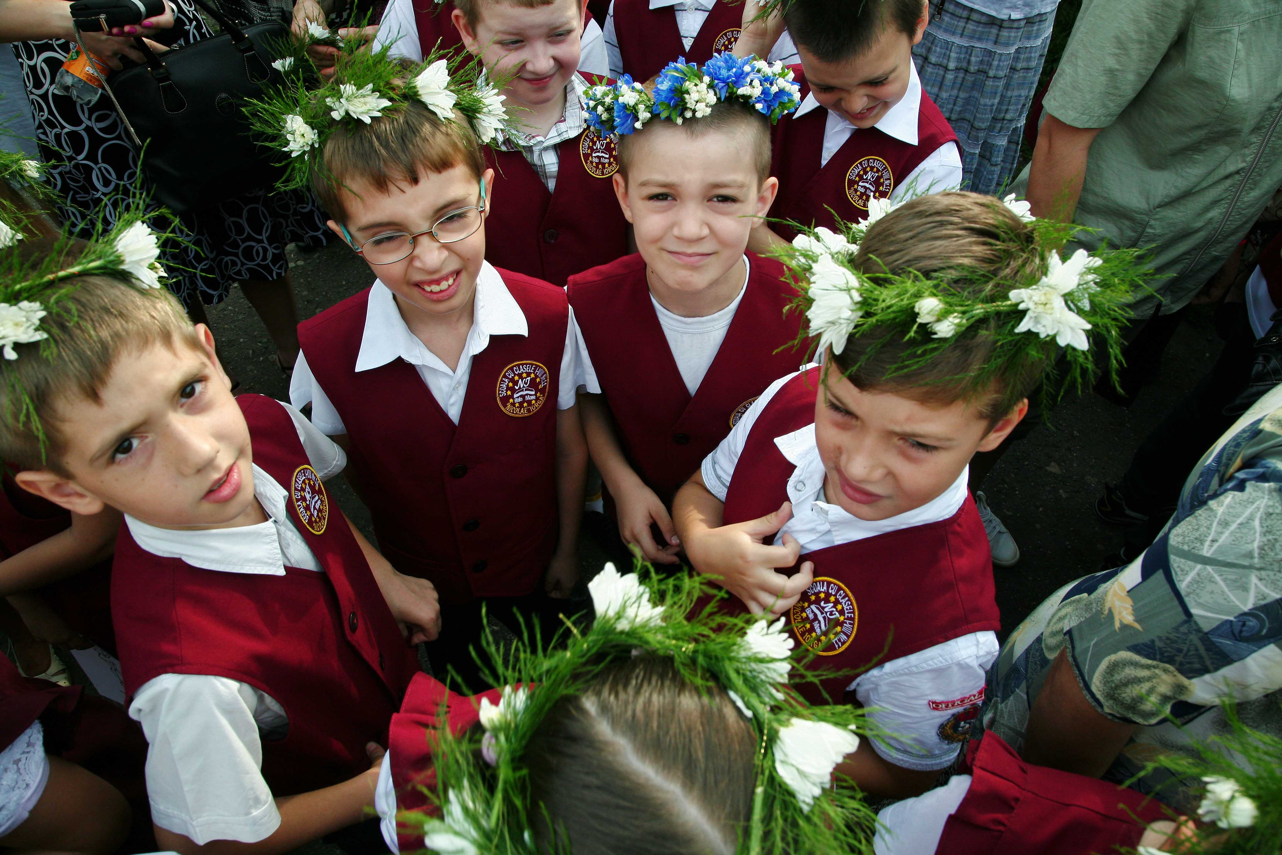 Elevii intră în vacanţa de vară până pe 11 septembrie. Festivităţi de încheiere a anului şcolar în ultima zi de şcoală