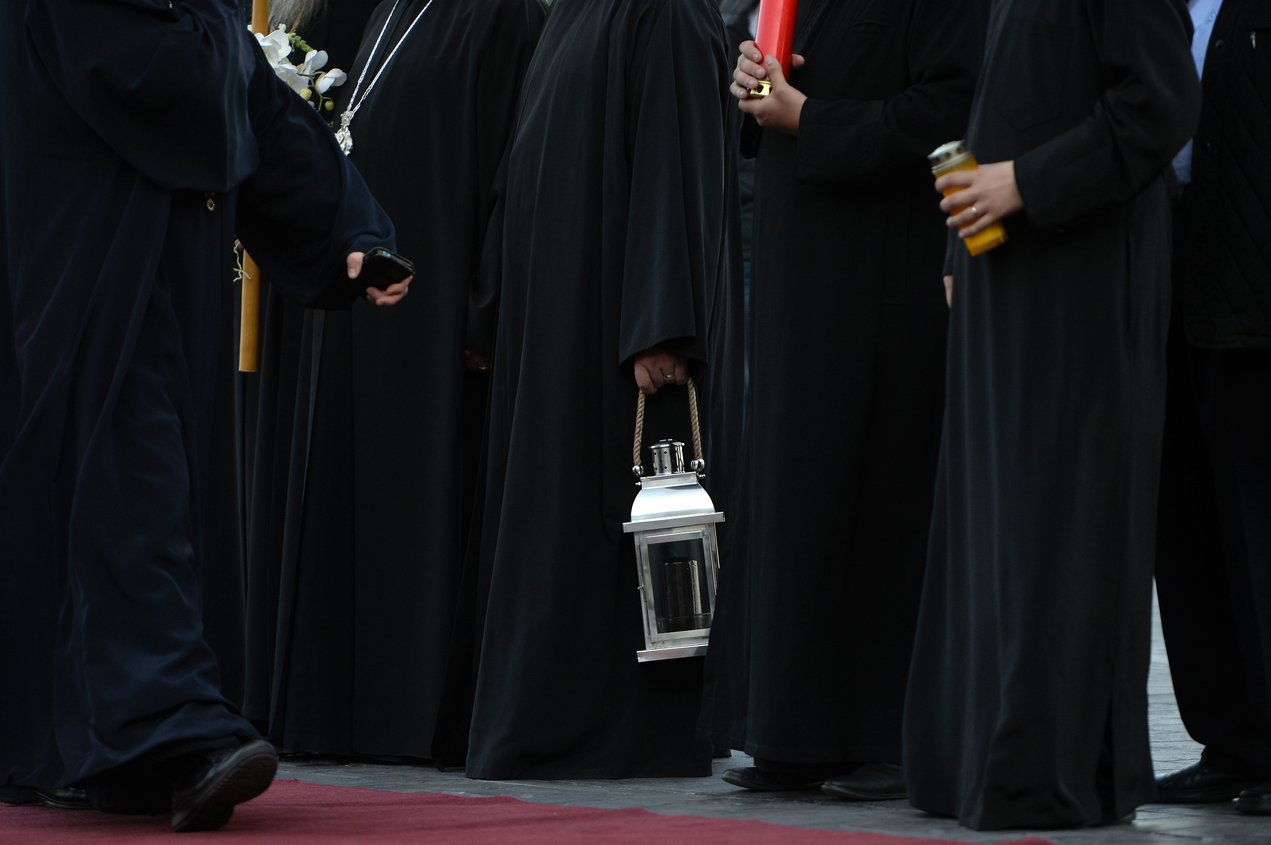 Filmul şantajului la un înalt ierarh BOR: Preoţii mizau pe presiunea morală şi vorbeau codat