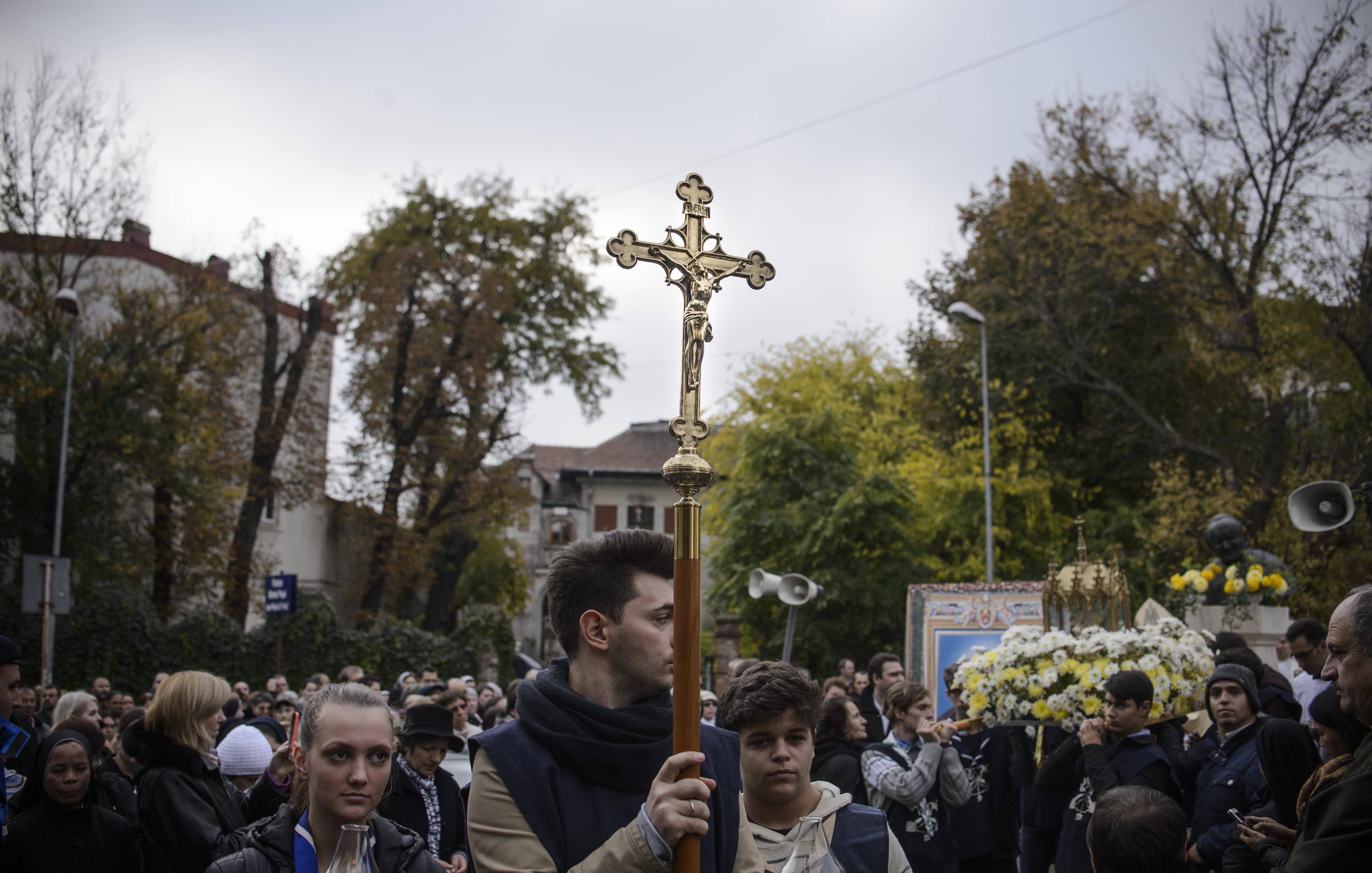 Circulaţia rutieră, restricţionată în Bucureşti la sfârşit de săptămână: Concertul celor de la `Kings of Leon` şi procesiune religioasă catolică